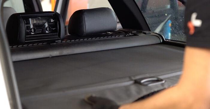 Stoßdämpfer am BMW 3 Touring (E46) 330i 3.0 2003 wechseln – Laden Sie sich PDF-Handbücher und Videoanleitungen herunter