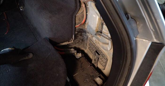 À quel point est-il difficile de le faire soi-même : télécharger le guide illustré pour le changement de Amortisseurs sur BMW 3 Touring (E46) 330xd 2.9 2004