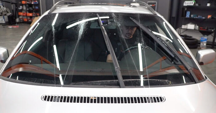 BMW 3 SERIES 330xi 3.0 Scheibenwischer austauschen: Handbücher und Video-Anleitungen online