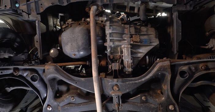Toyota Aygo ab1 1.4 HDi 2007 Olajszűrő cseréje: ingyenes szervizelési útmutatók