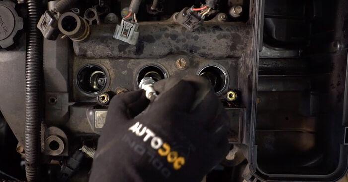 Wie Zündkerzen Toyota Aygo ab1 1 2005 tauschen - Kostenlose PDF- und Videoanleitungen