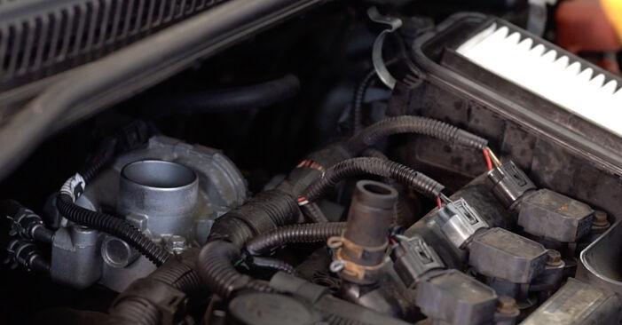 Wie schwer ist es, selbst zu reparieren: Zündkerzen Toyota Aygo ab1 1 2011 Tausch - Downloaden Sie sich illustrierte Anleitungen