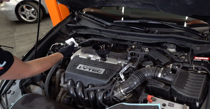 HONDA ACCORD 3.5 i Oil Filter replacement: online guides and video tutorials