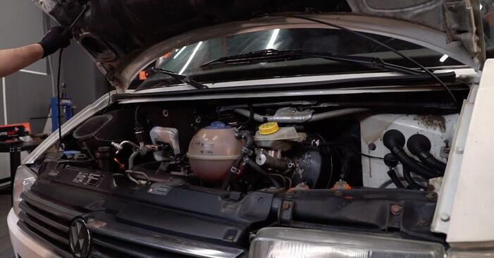 Wie Ölfilter VW T4 Transporter 2.5 TDI 1990 tauschen - Kostenlose PDF- und Videoanleitungen