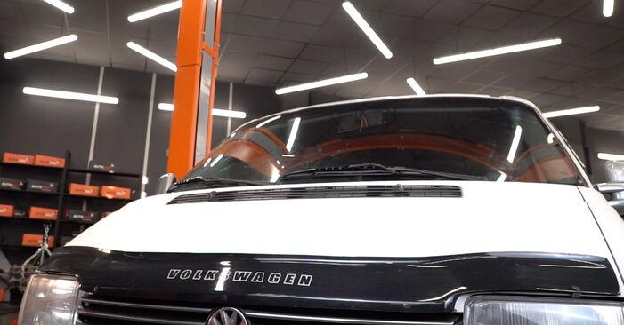 Austauschen Anleitung Ölfilter am VW T4 Transporter 2000 2.5 TDI selbst