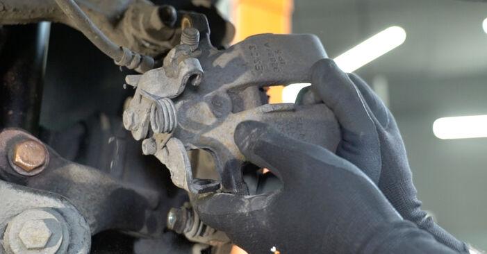 Austauschen Anleitung Bremsscheiben am Audi A4 B7 Limousine 2004 2.0 TDI 16V selbst