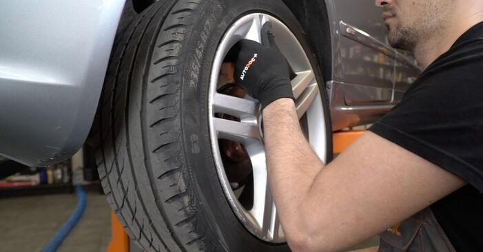 Bremsscheiben am AUDI A4 Limousine (8EC, B7) 1.8 T 2004 wechseln – Laden Sie sich PDF-Handbücher und Videoanleitungen herunter