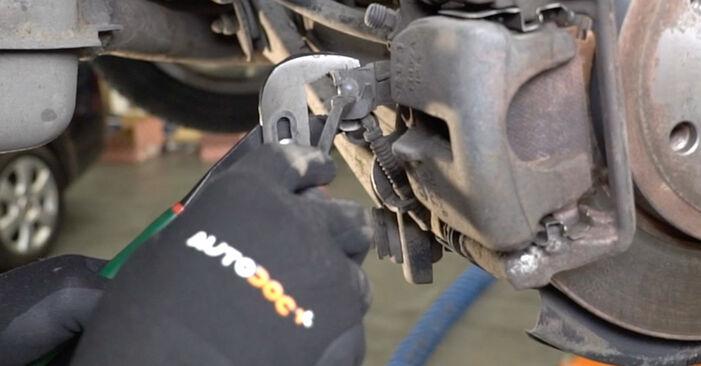 Bremsscheiben beim AUDI A4 1.6 2006 selber erneuern - DIY-Manual