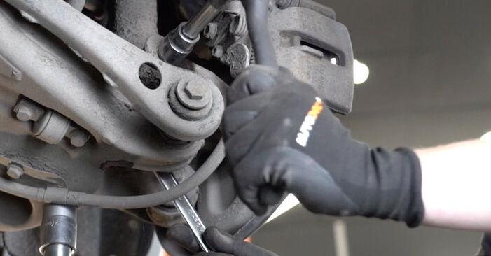 Cik ilgu laiku aizņem nomaiņa: Audi A4 B7 Sedan 2007 Amortizators - informatīva PDF rokasgrāmata