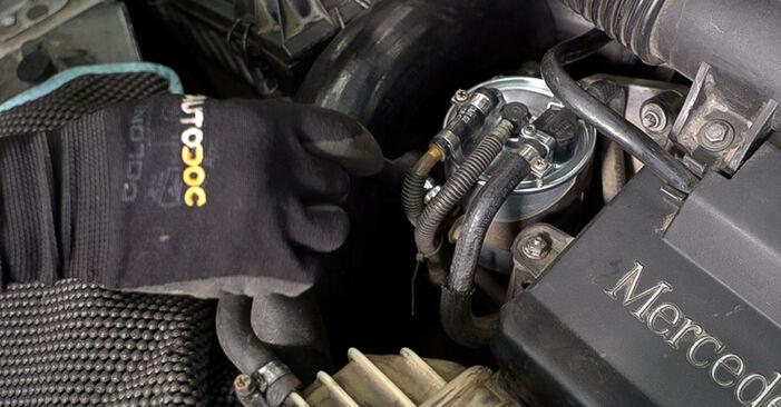 Wie Kraftstofffilter Mercedes W638 Bus 112 CDI 2.2 (638.194) 1996 tauschen - Kostenlose PDF- und Videoanleitungen