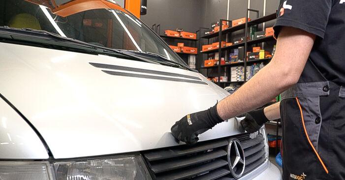 Kraftstofffilter am MERCEDES-BENZ VITO Bus (638) 114 2.3 (638.134, 638.194) 2001 wechseln – Laden Sie sich PDF-Handbücher und Videoanleitungen herunter