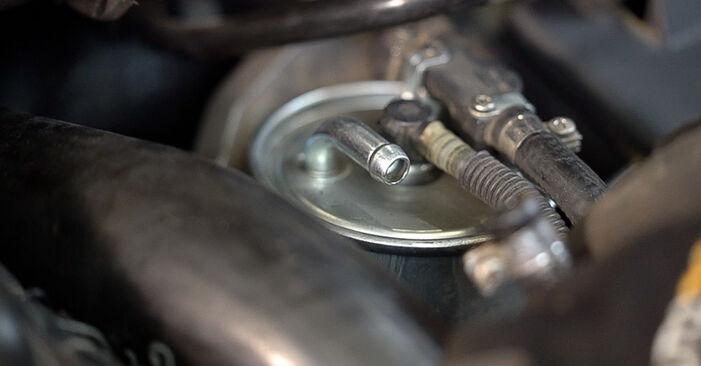 Wechseln Kraftstofffilter am MERCEDES-BENZ VITO Bus (638) 110 CDI 2.2 (638.194) 1999 selber