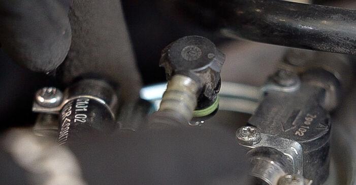 Wie MERCEDES-BENZ VITO 108 D 2.3 (638.164) 2000 Kraftstofffilter ausbauen - Einfach zu verstehende Anleitungen online