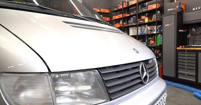 Schritt-für-Schritt-Anleitung zum selbstständigen Wechsel von Mercedes W638 Bus 2001 108 D 2.3 (638.164) Ölfilter