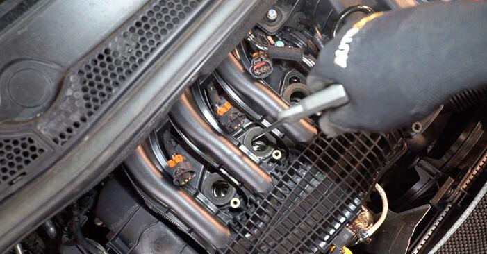 Wie schwer ist es, selbst zu reparieren: Zündkerzen Peugeot 208 1 1.4 VTi 2018 Tausch - Downloaden Sie sich illustrierte Anleitungen