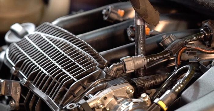 Zündkerzen beim PEUGEOT 208 1.6 GTi 2019 selber erneuern - DIY-Manual
