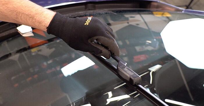 Wie schwer ist es, selbst zu reparieren: Scheibenwischer Peugeot 208 1 1.4 VTi 2018 Tausch - Downloaden Sie sich illustrierte Anleitungen