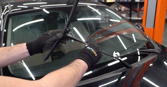 Changing Wiper Blades on ALFA ROMEO 159 Sportwagon (939) 1.9 JTDM 8V 2008 by yourself