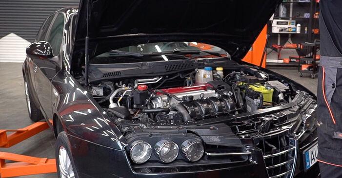 Πώς να αλλάξετε Φίλτρο λαδιού σε Alfa Romeo 159 Sportwagon 2005 - δωρεάν εγχειρίδια PDF και βίντεο οδηγιών