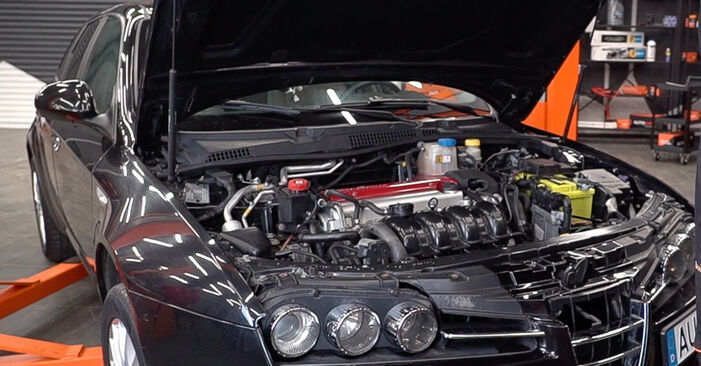 Πώς να αλλάξετε Μπουζί σε Alfa Romeo 159 Sportwagon 2005 - δωρεάν εγχειρίδια PDF και βίντεο οδηγιών