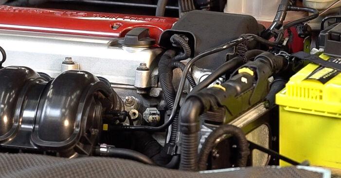 Zündkerzen Alfa Romeo 159 Sportwagon 2.0 JTDM 2007 wechseln: Kostenlose Reparaturhandbücher