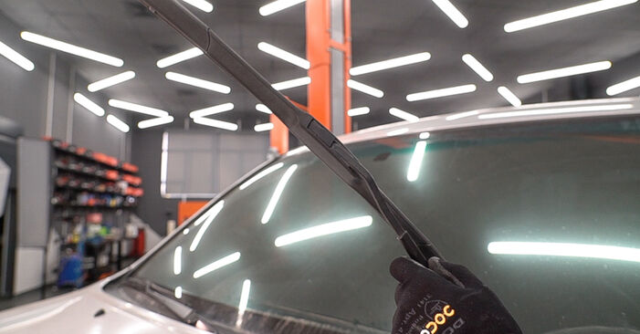How to replace TOYOTA LAND CRUISER (KDJ12_, GRJ12_) 3.0 D-4D 1996 Wiper Blades - step-by-step manuals and video guides