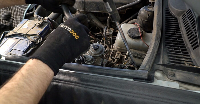 How to change Fuel Filter on TOYOTA LAND CRUISER (KDJ12_, GRJ12_) 2007 - tips and tricks