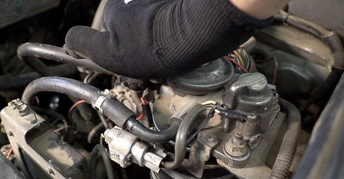 Come sostituire TOYOTA LAND CRUISER (KDJ12_, GRJ12_) 3.0 D-4D 1996 Filtro Carburante - manuali passo passo e video guide