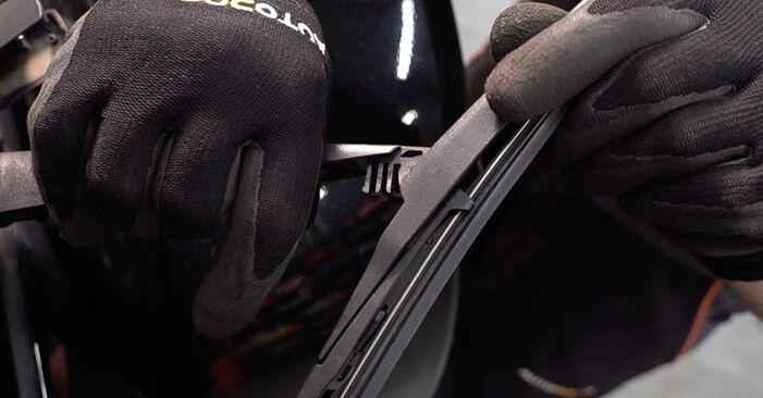 Como substituir TOYOTA RAV 4 III (ACA3_, ACE_, ALA3_, GSA3_, ZSA3_) 2.2 D 4WD (ALA30_) 2006 Escovas do Limpa Vidros - manuais e guias de vídeo passo a passo