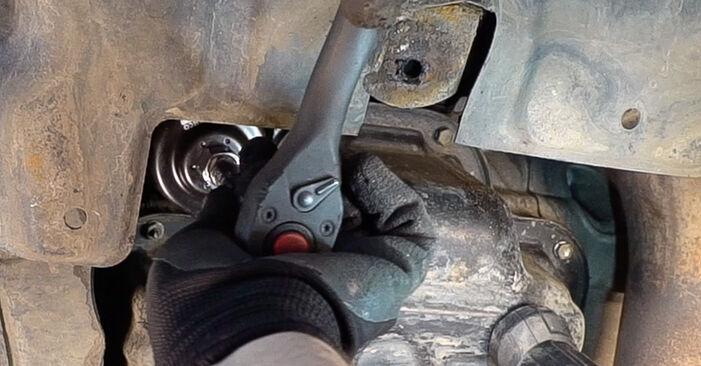 Sostituendo Filtro Olio su Toyota RAV4 III 2006 2.2 D 4WD (ALA30_) da solo
