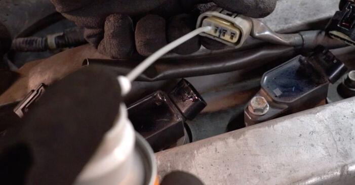 Substituição de Toyota RAV4 III 2.0 4WD (ACA30_) 2002 Vela de Ignição: manuais gratuitos de oficina
