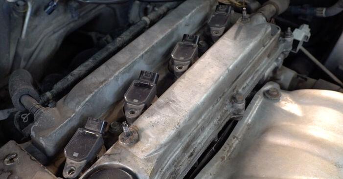 Quão difícil é efetuar a substituição de Vela de Ignição no Toyota RAV4 III 2.0 4WD 2000 por si mesmo - descarregue o guia ilustrado