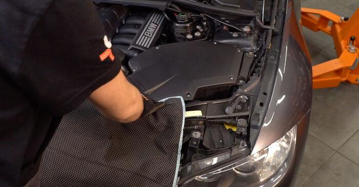Wie Ölfilter BMW 3 Coupe (E92) 320d 2.0 2002 austauschen - Schrittweise Handbücher und Videoanleitungen