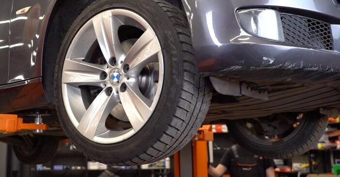 Wechseln Ölfilter am BMW 3 Coupe (E92) 330d 3.0 2004 selber