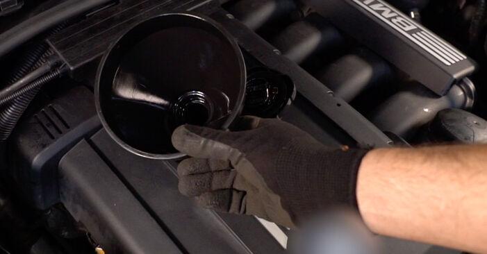 Tausch Tutorial Ölfilter am BMW 3 Coupe (E92) 2003 wechselt - Tipps und Tricks