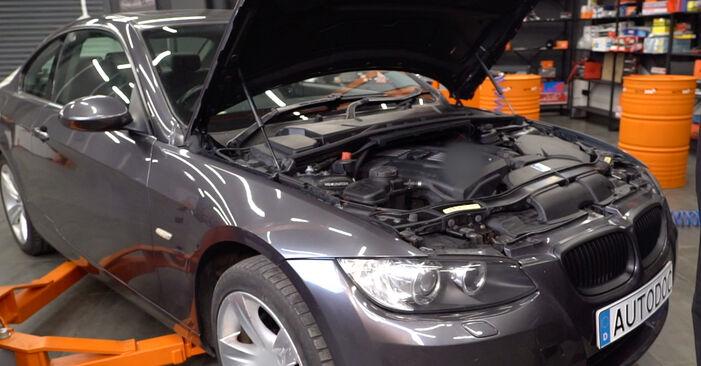 Wie man Zündkerzen beim BMW E92 2001 wechselt - Gratis PDF- und Video-Tutorials