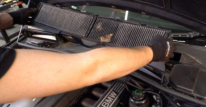 Tauschen Sie Zündkerzen beim BMW 3 Coupe (E92) 330d 3.0 2004 selbst aus