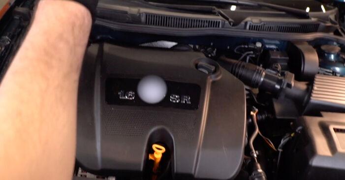 Hogyan Golf 4 1997 Olajszűrő cseréje - ingyenes PDF és videó-útmutatók