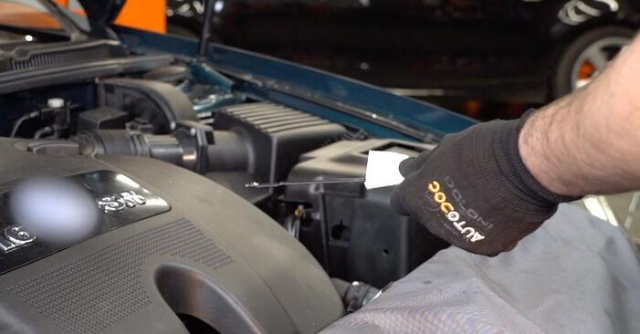 Golf IV Hatchback (1J1) 1.8 T 1999 Olajszűrő csináld magad csere szervizelési útmutató