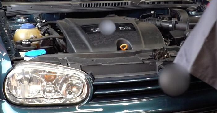 Hvordan man udskifter Tændrør på VW Golf IV Hatchback (1J1) 2002: hent PDF manualer og video instruktioner