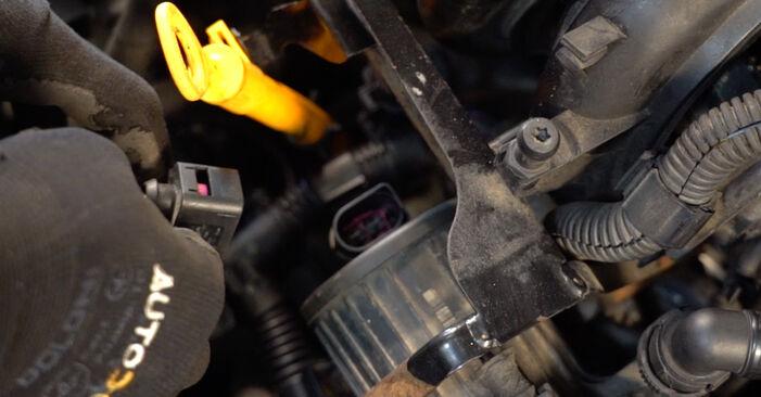VW GOLF 2004 Tændrør trin-for-trin udskiftnings manual