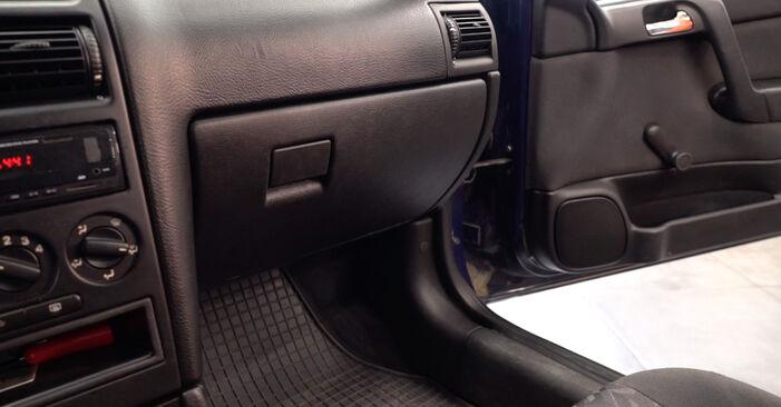 Hogyan Opel Astra g f48 1998 Levegőszűrő cseréje - ingyenes PDF és videó-útmutatók