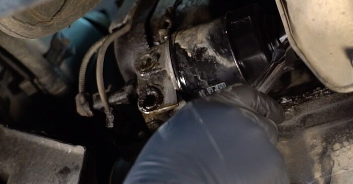 FIAT PUNTO 1.9 DS 60 Oil Filter replacement: online guides and video tutorials