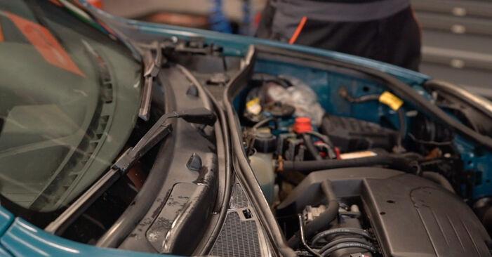 Kako zamenjati Zracni filter na Renault Kangoo kc01 1997 - brezplačni PDF in video priročniki