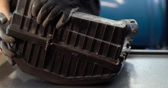 KANGOO (KC0/1_) 1.2 16V 2008 Zracni filter DIY menjava, priročnik delavnice