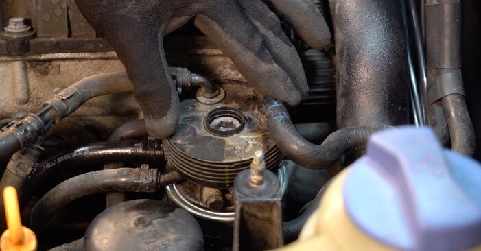 Tausch Tutorial Kraftstofffilter am VW PASSAT Variant (3B6) 1996 wechselt - Tipps und Tricks