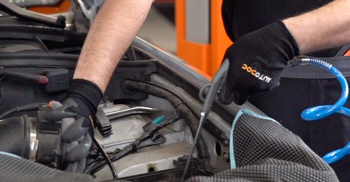 BMW X5 2007 Filtre à Air manuel de remplacement étape par étape