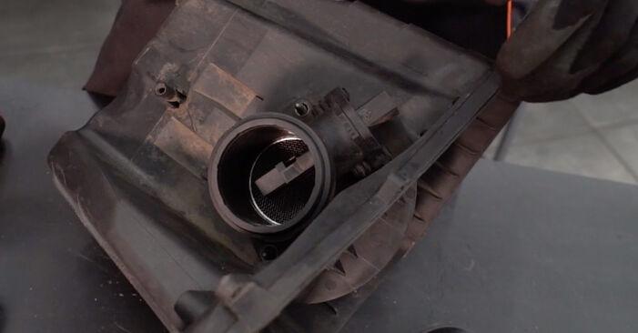 BMW 3 SERIES 320Ci 2.2 Luftfilter ausbauen: Anweisungen und Video-Tutorials online