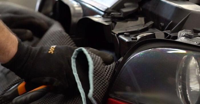 Kā nomainīt BMW 3 Cabrio (E46) 330Ci 3.0 1999 Gaisa filtrs - pakāpeniskās rokasgrāmatas un video ceļveži
