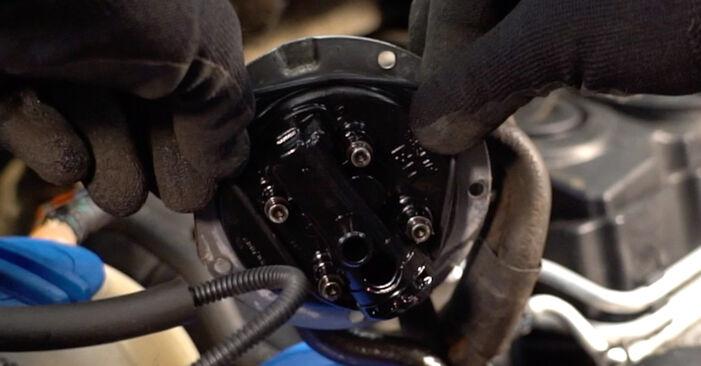 Kraftstofffilter Ihres Touran 1t1 1t2 2.0 TDI 2003 selbst Wechsel - Gratis Tutorial